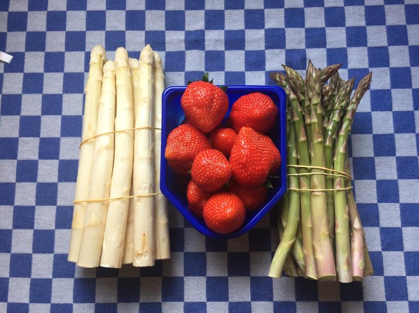 Aardbeien en aspergeseizoen is van start gegaan!!