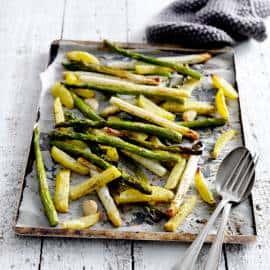 Groene asperges uit de oven met zalm